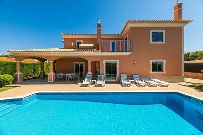 Villa spacieuse située à Albufeira avec piscine privée