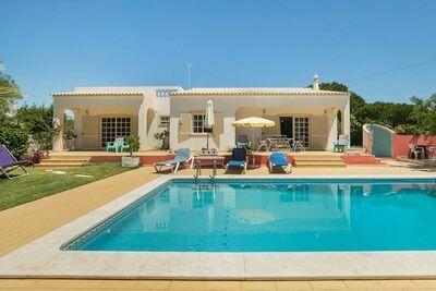 Maison de vacances confortable à Albufeira, piscine privée