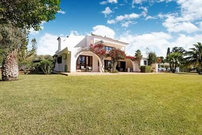 Villa élégante située à Lagoa avec piscine privée