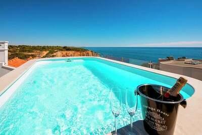 Maison de vacances moderne à Lagoa avec piscine
