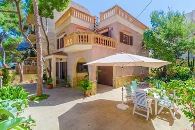 Chalet de style à S'Illot-Cala Morlanda avec balcon