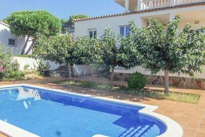 Spacieuse maison de vacances à L'Escala avec piscine