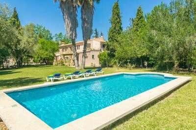 Grande villa avec terrasse et piscine à Pollença, en Espagne