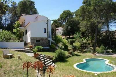 Maison de vacances avec piscine, grand jardin avec piscine et belle vue à Begur