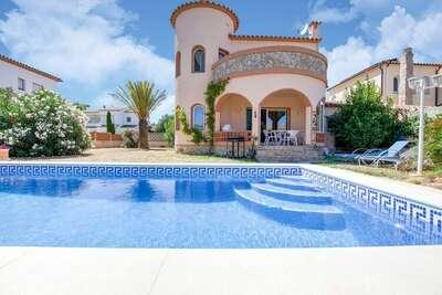 Maison de vacances moderne à St Pere Pescador avec terrasse
