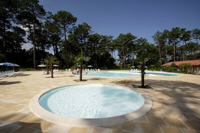 Belle maison de vacances avec baignoire dans le Pays Basque