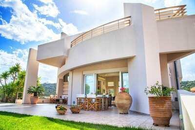 Belle villa proche de la mer à Agios Nikolas