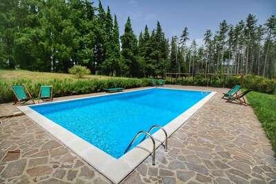 Gîte rustique à Scheggia avec piscine