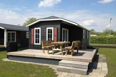 Maison confortable avec jetée, en plein cœur de Giethoorn