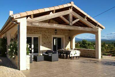 Somptueuse maison en Ardèche avec piscine partagée