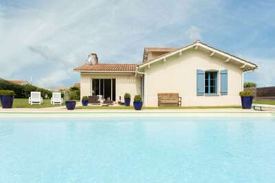 Villa spacieuse avec piscine privée proche terrain de golf