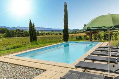 Belle demeure située en plein coeur d'un domaine viticole