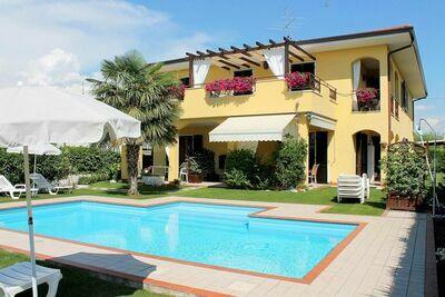 Maison de vacances colorée à Bardolino près du lac de Garde
