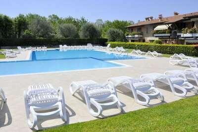 Superbe maison de vacances à Lazise avec piscine partagée
