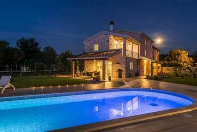Villa de luxe avec de nombreuses installations, la tranquillité et la vie privée