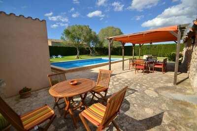 Belle maison de campagne adaptée aux enfants avec piscine privée et grand jardin