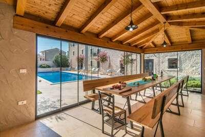 Villa confortable pour 20 personnes avec piscine, cuisine extérieure et sauna