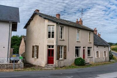 Magnifique maison de village restaurée avec goût et un beau jardin, en Bourgogne