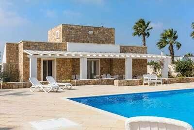Villa individuelle pour 10 personnes avec piscine privée à 950 m de la mer