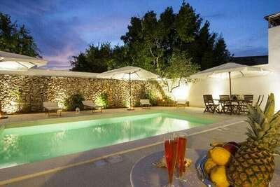 Villa composée de 5 appartements avec piscine, proche centre, mer 6 km