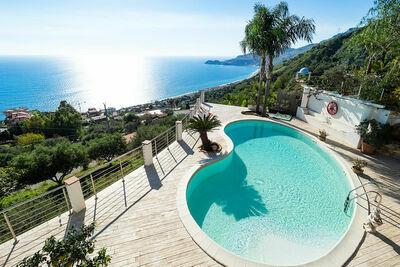 Luxueuse villa avec piscine privée à Letojanni