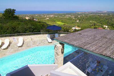 Maison individuelle avec piscine sur la côte nord-ouest de la Crète