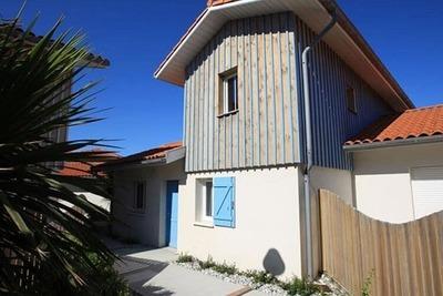 Maison de vacances soignée avec terrasse à 150 m de la plage