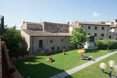 Cottage caractéristique à San Donato à Poggio avec piscine