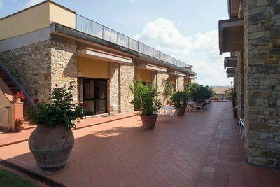 Appartement à San Donato à Poggio avec piscine partagée