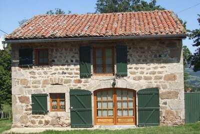 Belle maison à Goutte-claire  (France) avec vue sur la montagne