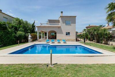 Villa individuelle avec piscine privée près du village et de la plage