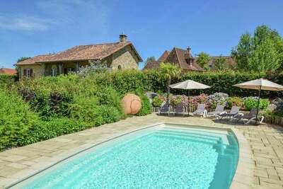 Luxueuse villa avec maison d'hôtes indépendante et une piscine privée chauffée.