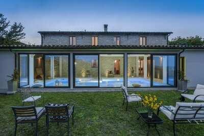Luxueuse villa à Cagli avec piscine intérieure