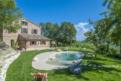 Villa traditionnelle à Montefelcino avec piscine