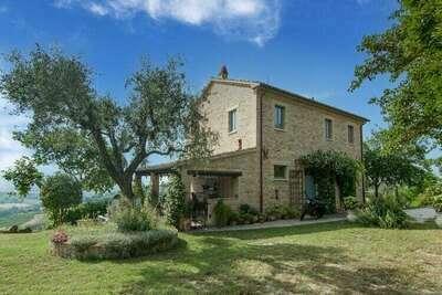 Belle maison de maître à Vallefoglia avec piscine