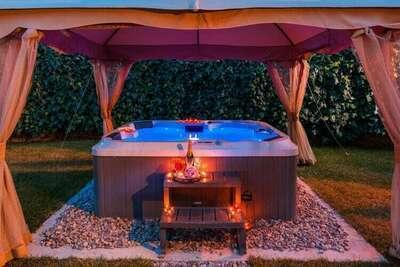 Villa Roko villa pour 7 personnes avec jacuzzi à Trogir, à proximité de la plage