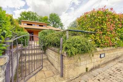 Agréable maison de vacances à Sorano avec piscine
