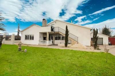 Villa spacieuse à Villamuriel de Cerrato avec piscine
