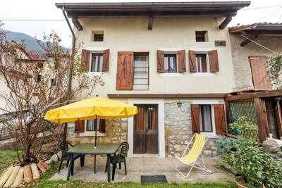 Belle maison de vacances à Montaner avec patio