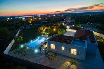 Luxueuse villa à Debeljak avec piscine