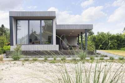 Maison moderne avec jolie terrasse, située près d'Almelo
