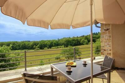 Tour romantique avec terrasse et beaucoup d'intimité et piscine chauffée