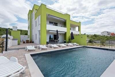 Villa élégante à Jasenice avec piscine privée