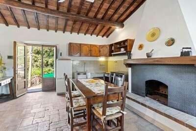 Élégante maison de vacances à Cortona avec jardin privé