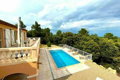 Villa chic au Cannet des Maures avec terrasse