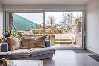 Maison villageoise rénovée avec jardin clôturé en Moselle