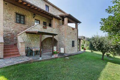 Jolie maison de vacances à Volterra avec piscine