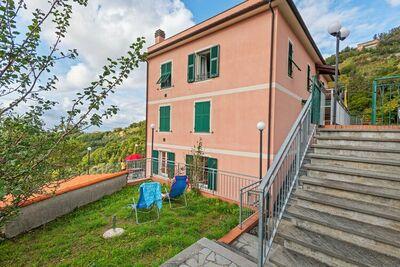 Maison de vacances simpliste à Moneglia avec jardin