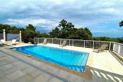Villa en peluche à Le Cannet-des-Maures avec piscine privée