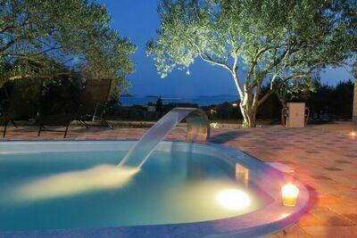 Séduisante maison de vacances à Pakoštane avec piscine